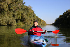 Kayaking ο ποταμός του Κολοράντο (μεταξύ του φράγματος πορθμείων κατακαθιών και φαραγγιών του Glen) Στοκ εικόνες με δικαίωμα ελεύθερης χρήσης