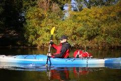 Kayaking ο ποταμός του Κολοράντο (μεταξύ του φράγματος πορθμείων κατακαθιών και φαραγγιών του Glen) Στοκ φωτογραφία με δικαίωμα ελεύθερης χρήσης