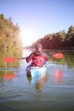 Kayaking ο ποταμός του Κολοράντο (μεταξύ του φράγματος πορθμείων κατακαθιών και φαραγγιών του Glen) Στοκ Εικόνες