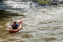 kayaking ποταμός ατόμων Στοκ Εικόνες