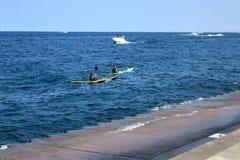 Kayaking στην κωπηλασία κωπηλασίας σε κανό του Μίτσιγκαν λιμνών στοκ φωτογραφία με δικαίωμα ελεύθερης χρήσης