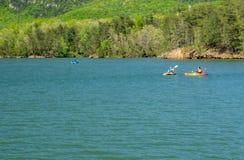 Kayaking στη δεξαμενή όρμων Carvins στοκ εικόνα με δικαίωμα ελεύθερης χρήσης