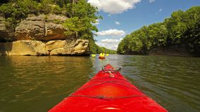 Kayaking στη λίμνη του Grayson φιλμ μικρού μήκους