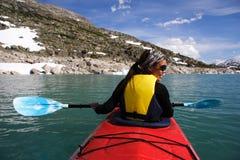 kayaking женщина стоковое фото