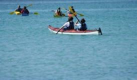 kayaking люди Стоковая Фотография