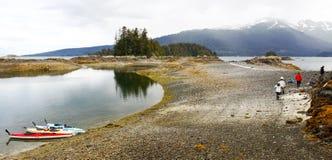 Kayaking Alaska - kustlunch arkivfoto