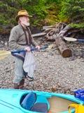 Kayaking Alaska - vor Ausflug-Anweisung lizenzfreie stockfotos