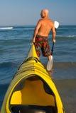 Kayaking allant Photo libre de droits