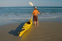 Kayaking allant Images libres de droits