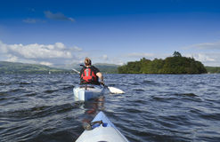 Kayaking auf See Windermere Stockbilder