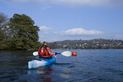 Kayaking auf See Windermere Stockfotografie