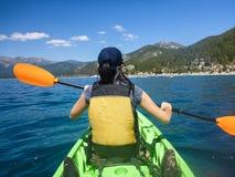 Kayaking chez le lac Tahoe images libres de droits