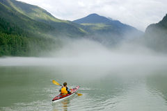 Kayaking dans Banff Images stock