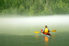 Kayaking dans Banff Photo stock