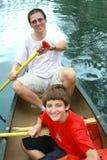 Kayaking dans le fleuve Photos stock