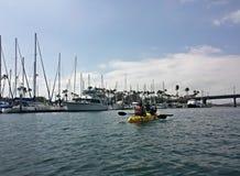 Kayaking dans un beau jour Photos stock