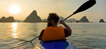 Kayaking dorato immagine stock libera da diritti