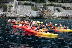 Kayaking em Dubrovnik, Croácia fotografia de stock royalty free