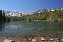 Kayaking em lagos gigantescos. Imagem de Stock Royalty Free