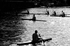 Kayaking em uma manhã do verão fotos de stock royalty free