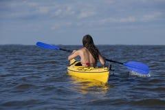 Kayaking Frau stockbilder