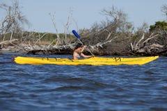 Kayaking Frau stockfotografie