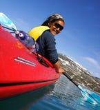 Kayaking in Gletschersee Lizenzfreie Stockbilder