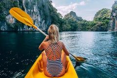 Kayaking in Gr Nido, Palawan, Filippijnen Stock Foto