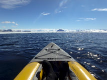 Kayaking Gustaf Sound, Whettle-Overzees, Antarctica Royalty-vrije Stock Foto