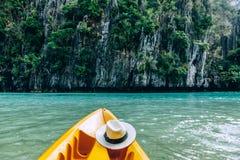 Kayaking i El Nido, Palawan, Filippinerna Royaltyfri Bild