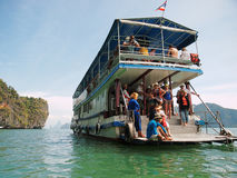 Kayaking i Pang Nga Bay, Thailand Royaltyfri Bild
