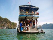 Kayaking i Pang Nga Bay, Thailand Arkivbild