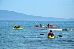 Kayaking im Meer, Spanien Lizenzfreie Stockbilder