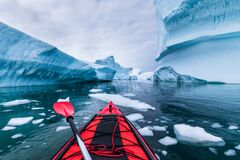 Free Kayaking In Antarctica Between Icebergs With Inflatable Kayak, Extreme Adventure In Antarctic Peninsula , Beautiful Pristine Royalty Free Stock Photos - 185365528