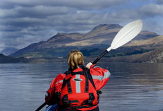 kayaking Loch Lomond Royaltyfri Bild