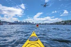 Kayaking Meer stockfoto