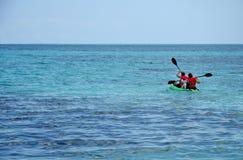 Kayaking in Meer Stockbilder