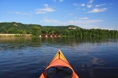 kayaking mississippi flod arkivfoto