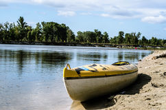 Kayaking na błękitnej rzece Obraz Royalty Free
