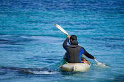 Kayaking na península Nova Zelândia de Karikari Imagens de Stock