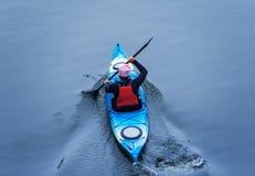 Kayaking na rzece, tyły view02 Zdjęcie Royalty Free