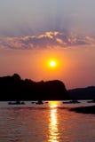 Kayaking no por do sol imagem de stock
