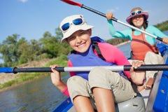 Kayaking no rio Imagem de Stock