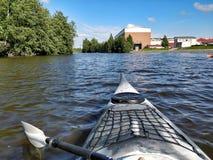 Kayaking op de rivier Stock Fotografie