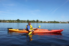 Kayaking op de rivier in Fredericton Royalty-vrije Stock Fotografie