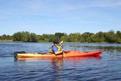 Kayaking op de rivier in Fredericton royalty-vrije stock foto's