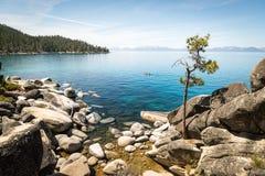 Kayaking op Meer Tahoe stock foto's