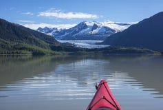 Kayaking op Mendenhall-Meer stock fotografie
