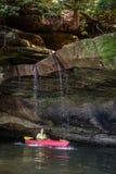 Kayaking på Grayson Lake royaltyfri fotografi