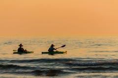 Kayaking på laken Fotografering för Bildbyråer